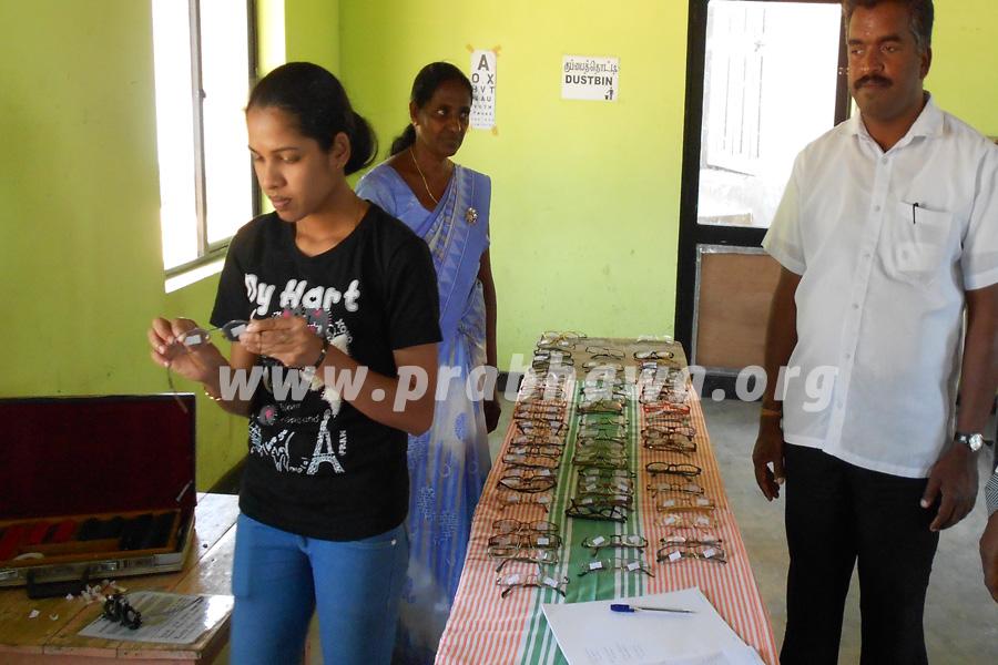 Prabhawa spectacles donation Dambethanna Estate